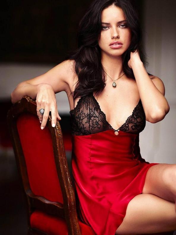 Adriana Lima : Luxurious & Charming