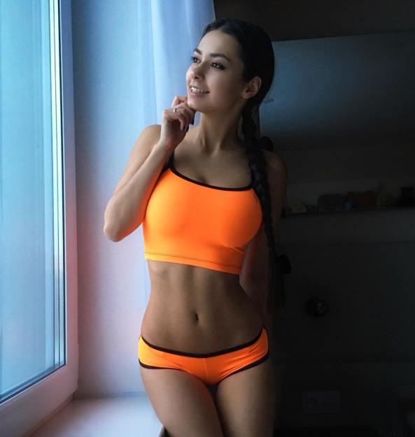 Helga Lovekaty : Happy and Hot